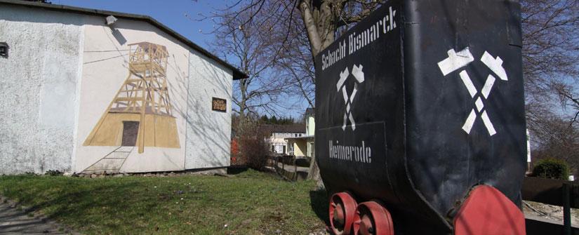 Eisenerz-Förderwagen am ehemaligen Schacht Bismarck in Liebenburg-Heimerode, Foto Verlag Schadach